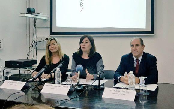 Patricia Gómez, consejera de Salud; Francina Armengol, presidenta de Baleares; y Juli Fuster, director general del IB-Salut.